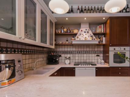 Arredamento su misura cucina e soggiorno