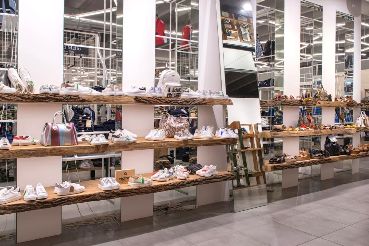 Mensole per negozio di scarpe 2