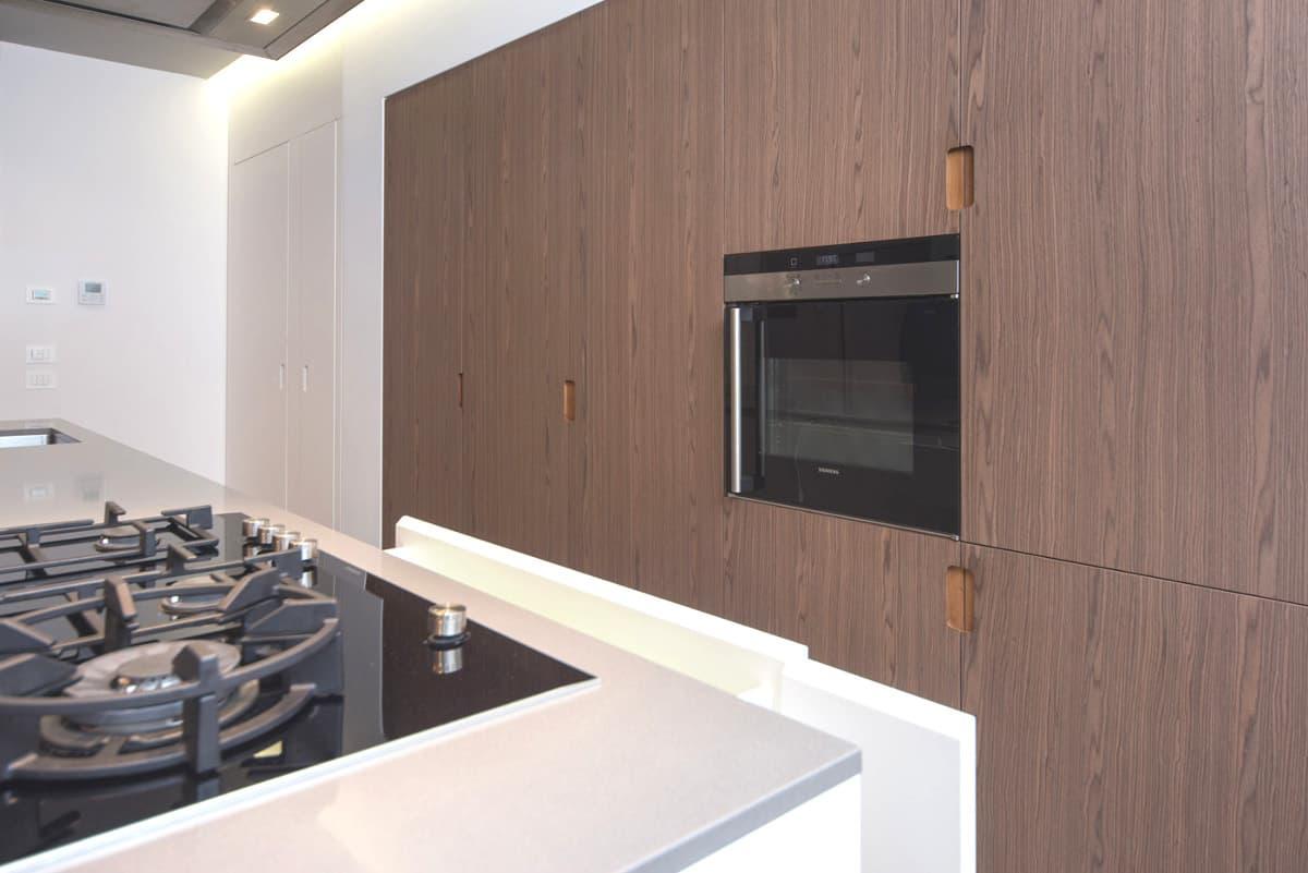 Piano cottura e forno cucina moderna