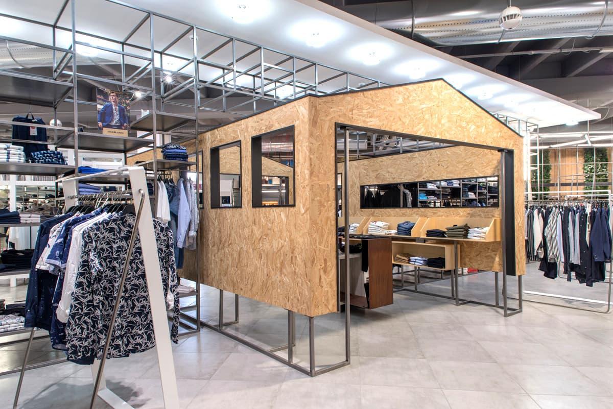 Struttura in legno per negozio di abbigliamento (2)